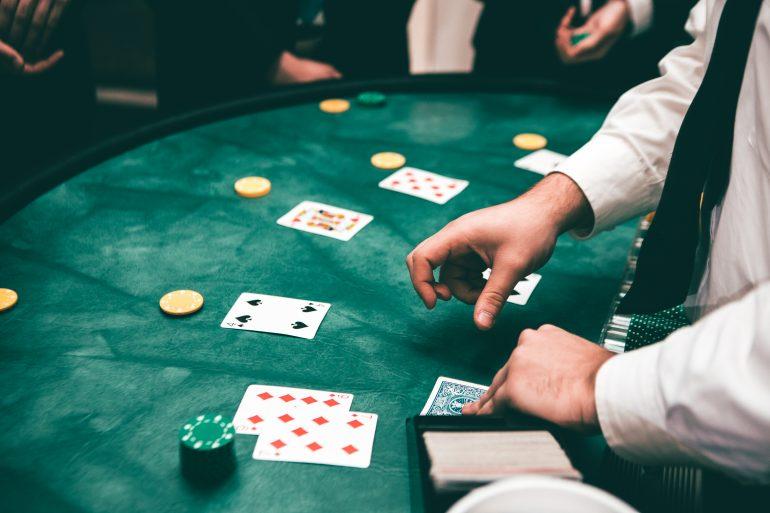 لعبة البوكر