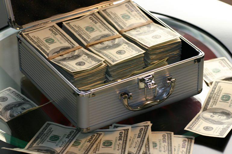 مكافحة غسيل الأموال